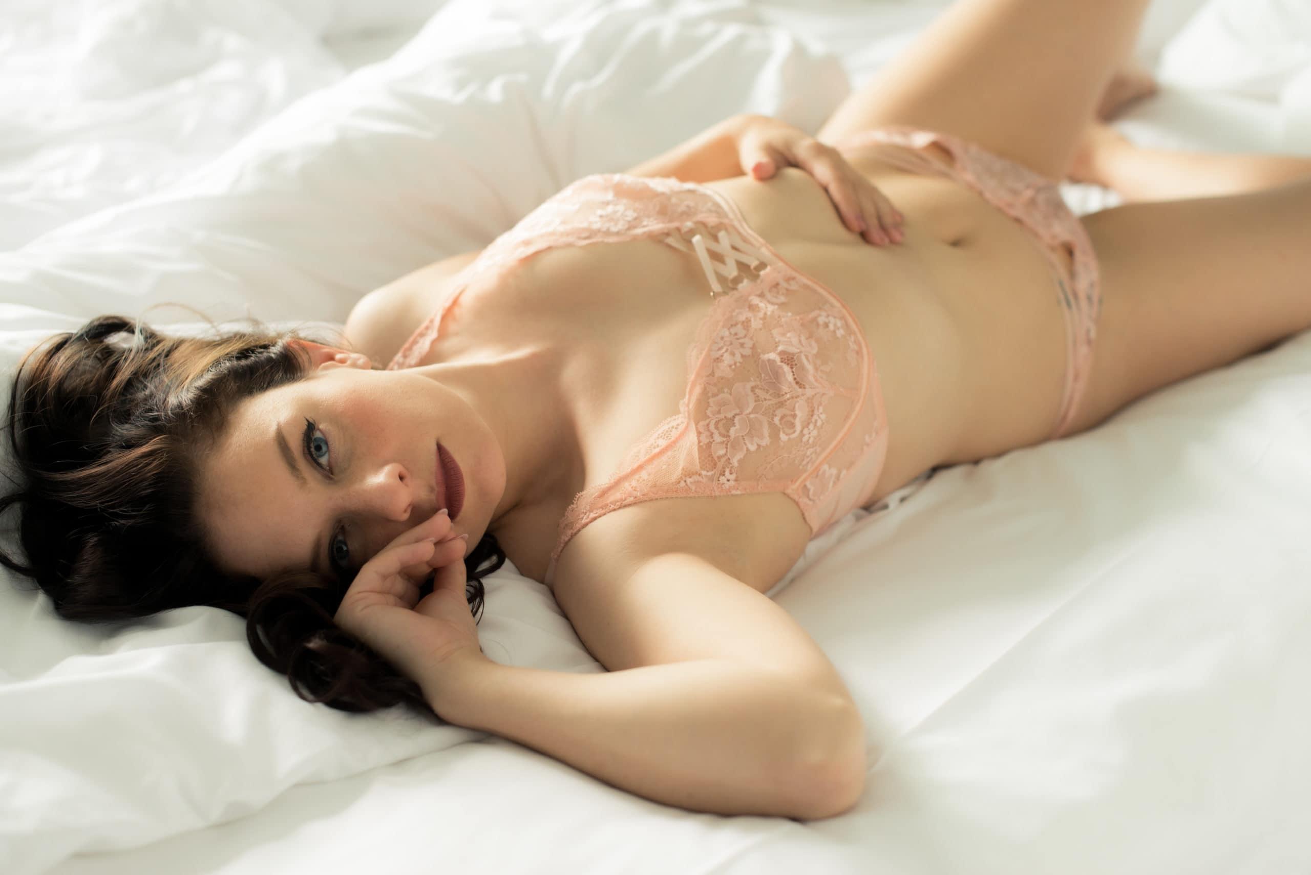 Mia Elysia Escort rosa Dessousset
