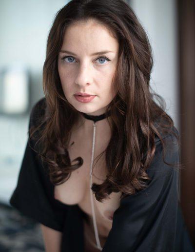 Mia Elysia Escort mit Halsband